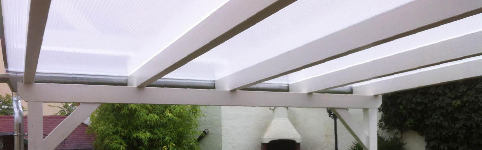 Stegplatte 16 mm Fachwerk Opalweiß mit Holzunterbau